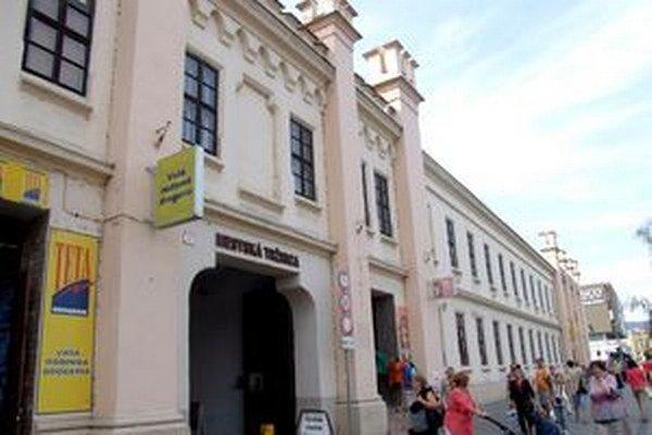 Nápis na fasáde Mestská tržnica je už vo forme plastického písma.