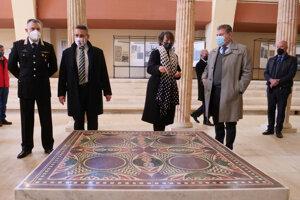 Vzácna mozaika z vraku Caligulových lodí je opäť sprístupnená v múzeu v Nemi.