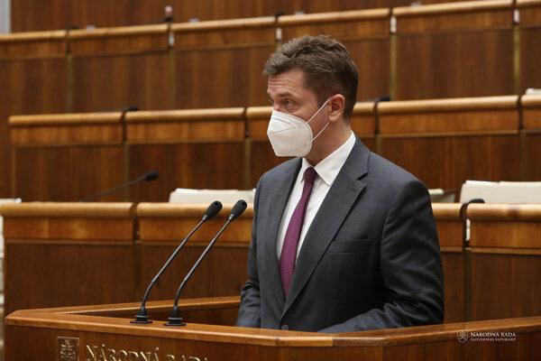 Dočasne poverený minister práce, sociálnych vecí a rodiny SR a minister dopravy a výstavby SR Andrej Doležal (nom. Sme rodina)