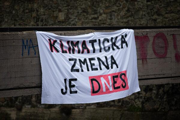 Transparent združenia Znepokojené matky, v rámci klimatického štrajku, ktorý sa konal 19.3.