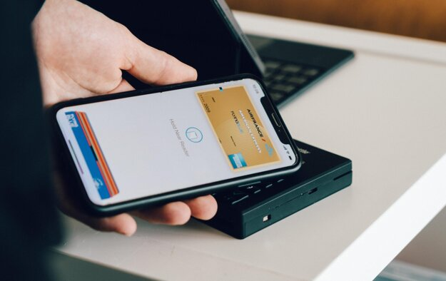 Platba smartfónom pomocou NFC je jednoduchá a bezpečná.