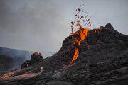 Erupcia sa začala v piatok večer na polostrove Reykjanes.