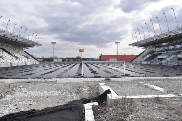 Kým poslanec Djordjevič si myslí, že aréna ešte šéfa nepotrebuje, viceprimátor tvrdí, že tam mal byť od začiatku projektu.