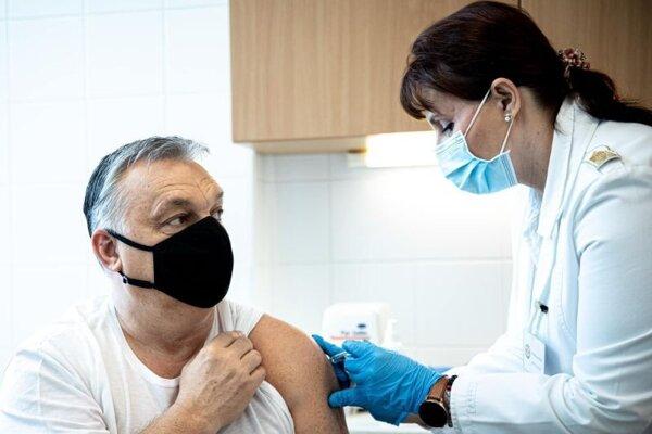 Predseda maďarskej vlády Viktor Orbán sa nechal zaočkovať čínskou vakcínou Sinopharm 28. februára.