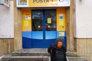 Pošta v Spišskej Novej Vsi je pre ľudí s vozíkom nedostupná.