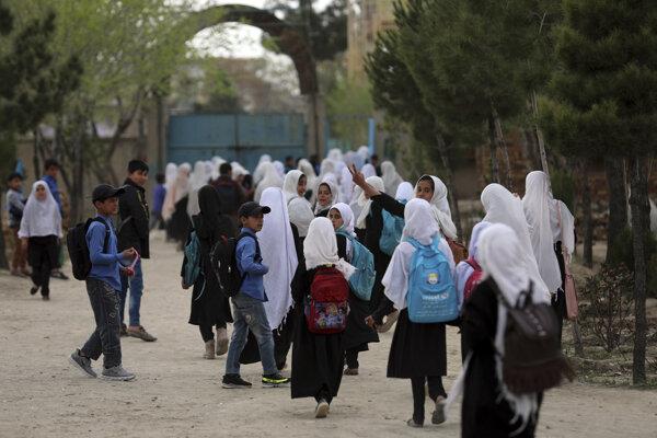 Školy, obchody, trhy, reštaurácie, mešity i úrady sú otvorené