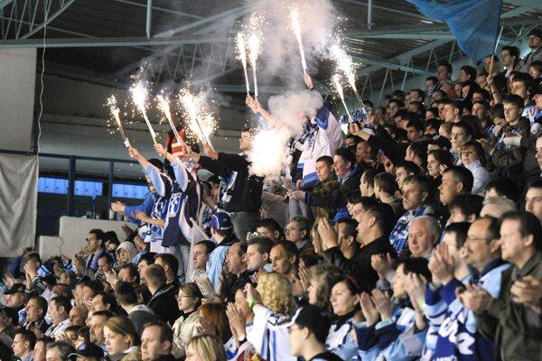 Semifinále play-off 2010 proti Slovanu do Nitra Arény prilákalo dokopy vyše 8-tisíc divákov.