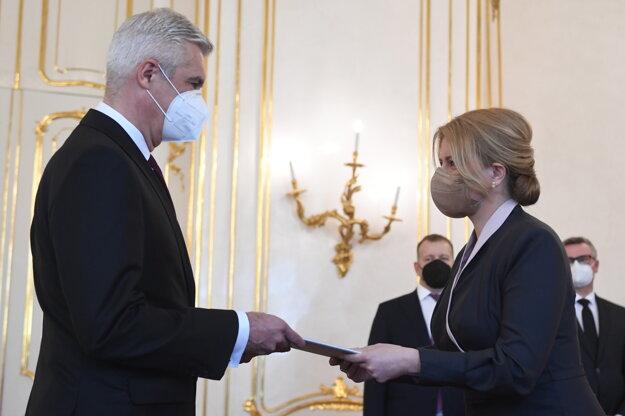 Prezidentka Čaputová a vľavo minister zahraničných vecí a európskych záležitostí SR Ivan Korčok.