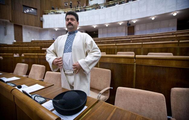 4. apríl 2012, Bratislava. Poslanec NR SR Igor Hraško pred začiatkom rokovania ustanovujúcej schôdze NR SR.