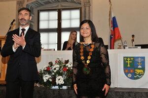 4. december 2017, Bytča. Novozvolená predsedníčka ŽSK Erika Jurinová počas slávnostného aktu na ustanovujúcom zasadnutí Zastupiteľstva Žilinského samosprávneho kraja v Sobášnom paláci.