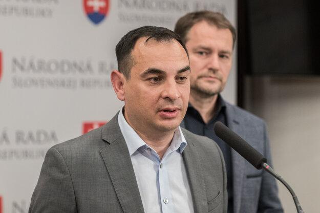 20. máj 2019, Bratislava. Igor Matovič odstupuje z kandidátky vo Voľbách do Európskeho parlamentu a na svoje miesto narvhuje Petra Polláka.