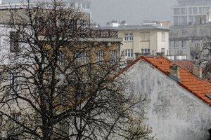 Husté sneženie v popoludňajších hodinách v Starom meste v Bratislave.