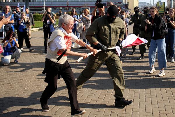 Nina Baginská bojuje o vlajku.
