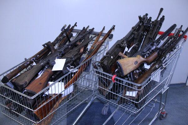 Jeden občan odovzdal naraz 34 kusov zbraní.