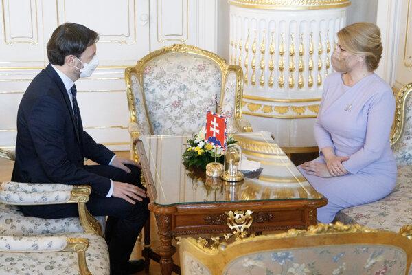 Predseda vlády SR Eduard Heger a prezidentka SR Zuzana Čaputová.