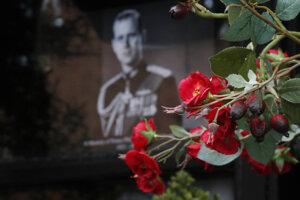 Delostrelecké salvy uctili pamiatku princa Philipa.