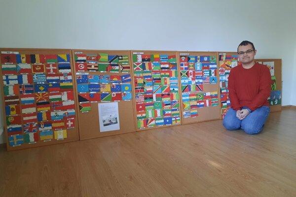 Urobiť dvesto vlajok svetových štátov mu trvalo štyri roky.