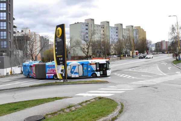 Otáčanie autobusov na Sídlisku KVP pri zastávke Starozagorská.