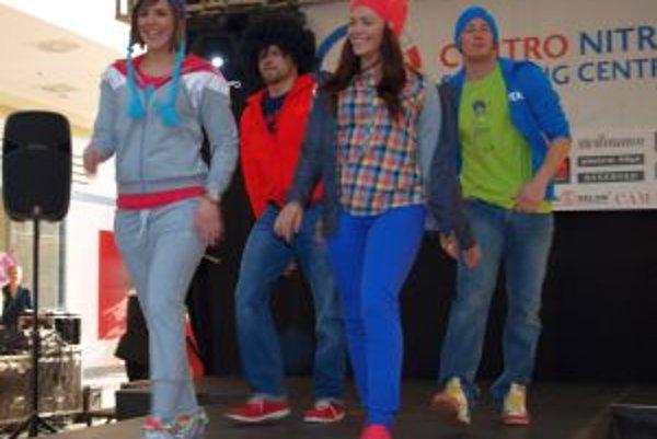 Členovia Spin Production tancovali a zároveň predvádzali aktuálnu jarnú módu.