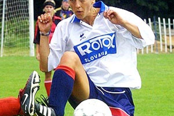 Monika Felingová (dnes Trnková) na archívnej snímke v drese Rotoxu Nitra z roku 2003.