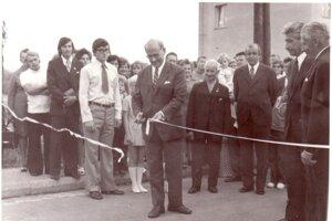Slávnostné prestrihnutie pásky 25.8.1974 znamenalo oficiálny začiatok života novej Liptovskej Sielnice