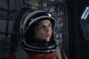 Anna Kendrick vo filme Stowaway na Netflixe.