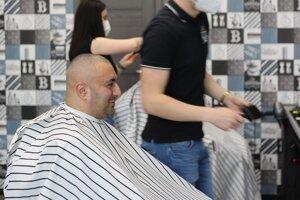 Ľudia sa tešili najmä z otvorených holičstiev. Záujem bol veľký a termíny na najbližšie dni sú už obsadené.