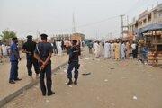 Príslušníci nigérijských bezpečnostných síl hliadkujú v meste Kano. Ilustračné foto