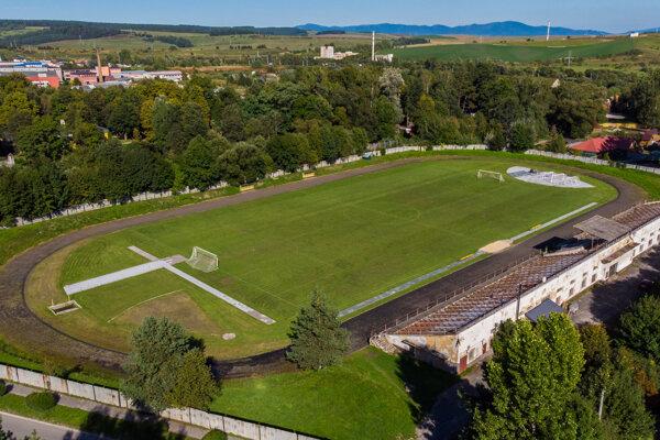 Obnova atletického štadióna Tatran by mala trvať osem mesiacov.
