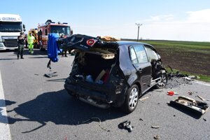Nehoda pri obci Šarovce.