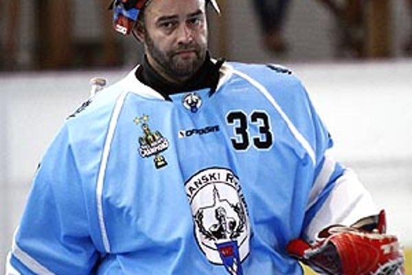 Stanislav Petrík je oporou v bráne a zároveň manažérom HbK.