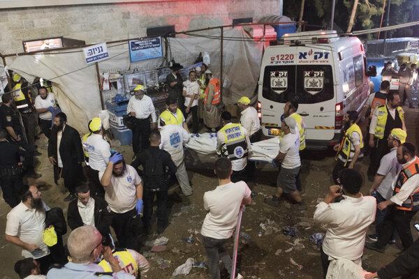 Záchranári na mieste nešťastia.