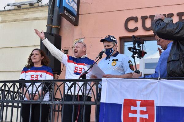 V Prešove sa zišlo približne dvesto ľudí. Protestovali proti opatreniam.