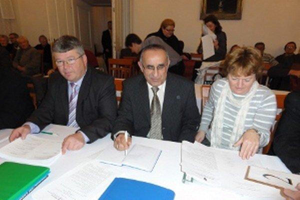 Poslanci odsunuli rokovanie o rozpočte na január.