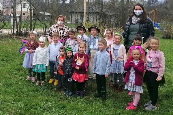 Deti z materskej školy v Medzibrodí nad Oravou.