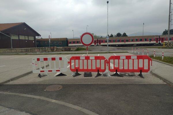 Parkovisko je vodičom zatiaľ neprístupné.