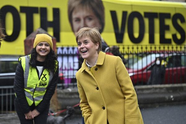 Škótska národná strana (SNP) úradujúcej premiérky Nicoly Sturgeonovej zvíťazila.
