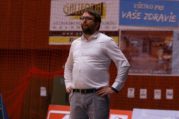 Tréner basketbalistov Prievidze Maroš Helmecy.