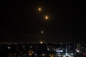 Rakety Hamasu vypálené z pásma Gazy na Izrael.