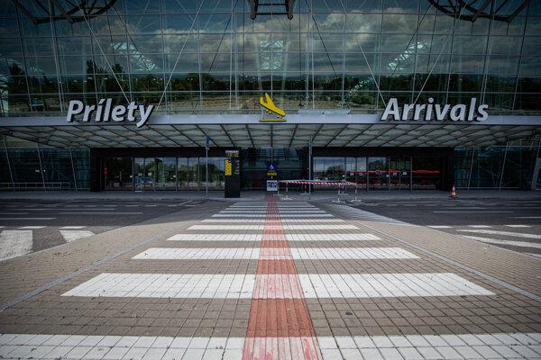 Bratislavskému Letisku M. R. Štefánika výrazne klesli príjmy najmä z leteckej činnosti.