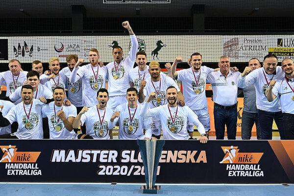 Hádzanári Tatrana Prešov si titul vybojovali absolútnym triumfom.