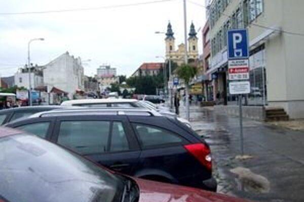Parkovné sa dá v Nitre platiť len v hotovosti.