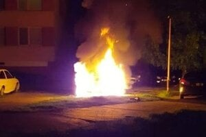 Požiar auta na Maurerovej ulici.