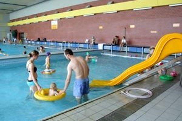 V mestskej plavárni sú dva bazény.