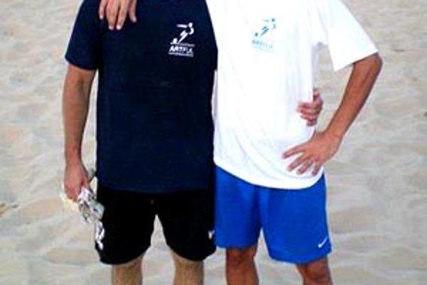 Peter Pintér (vľavo) a Martin Hindák na M-SR v plážovom futbale vo Zvolene.