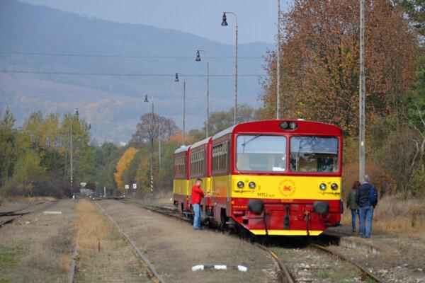 Cestujúci sa mohli previezť v nostalgických červenožltých motorových vozňoch, takzvaných Orchestriónoch.