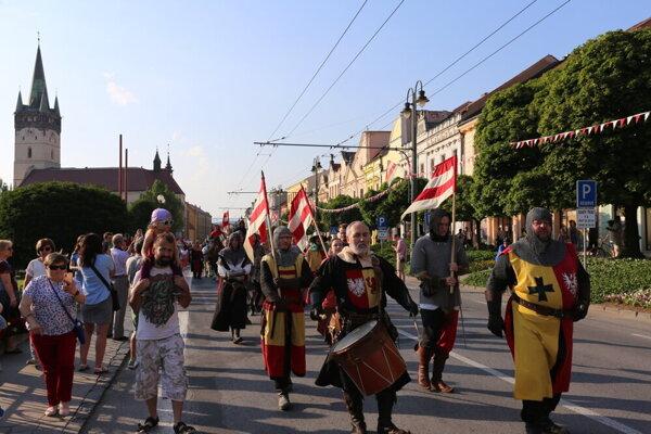 Spomienka na pochod mestom počas osláv v roku 2019.