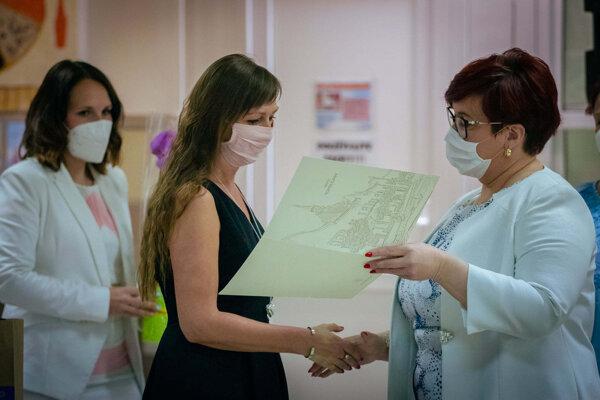 Topoľčianska samospráva prijala učiteľov a učiteľky na mestskom úrade.