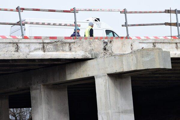 Naposledy sa na moste pracovalo v polovici apríla.