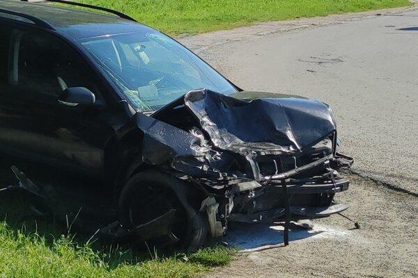 Po nehode ostala Škoda Superb nepojazdná.